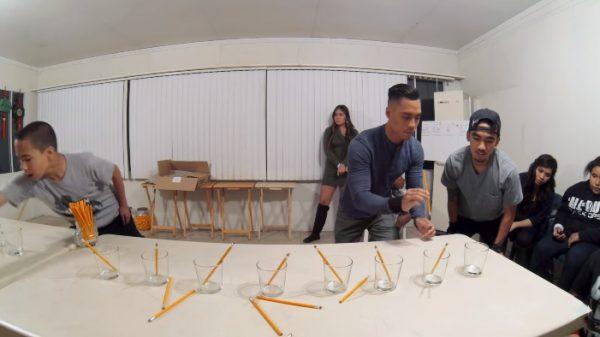 trò chơi tập thể hay Thử thách bút chì -SG team building.jpg